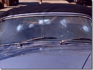 S1E7_Lee_Porsche_Windscreen