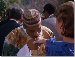 S2E16_African_official_disguise_kiss_Billy