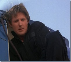 S2E20_jumpsuit_helicopter_Lee
