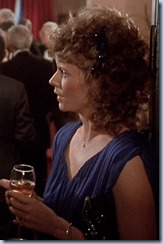 S1E14_blue_open_close_formal_Amanda