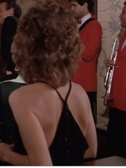 S1E7_formal_black_back_Amanda