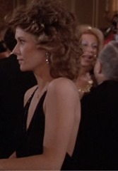 S1E7_formal_black_side_Amanda