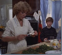 S1E13_egg&cress_sandwich_for_Deans_mom